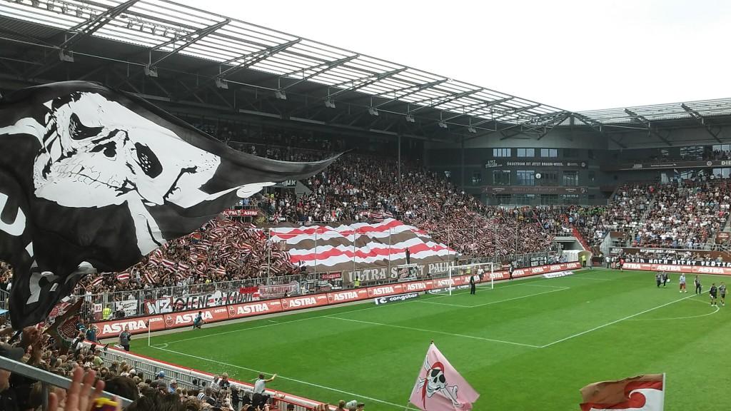 FC St. Pauli Greuther Fürth 2015 Bacon-Choreografie