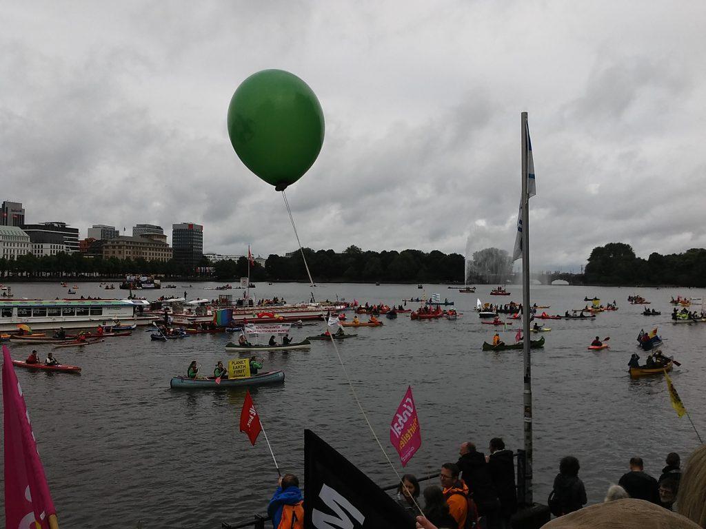 Hamburg-G20-Protestwelle-auf-der-Binnenalster