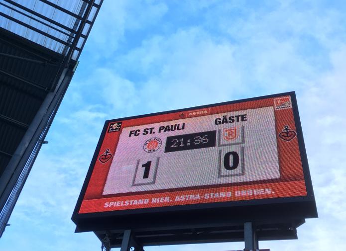 MagischerFC St. Pauli vs. SSV Jahn Regensburg November 2017