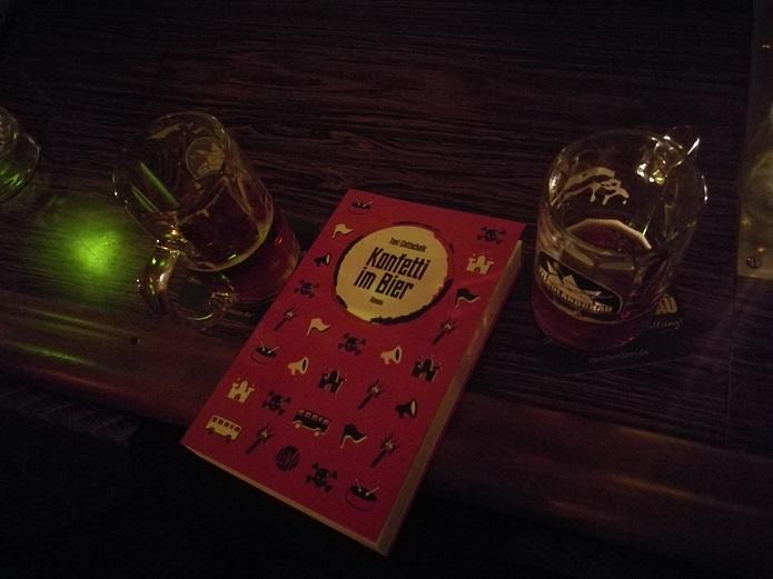 Das Buch Konfetti im Bier